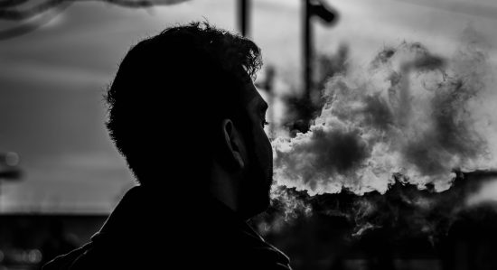 2 Reasons to Quit Smoking and Start Vaping Medical Cannabis